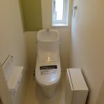 1階トイレ。窓、飾り棚つき(トイレ)