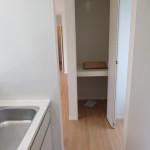 キッチン横には食品保管に便利な収納(収納)