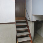 車庫から室内への階段