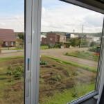 2階洋室10帖から隣地を望む(眺望)