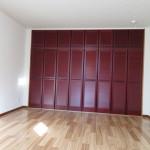 2階洋室12帖の大きなクローゼット(収納)