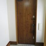 重厚感のあるビンテージタイプの玄関ドア(玄関)
