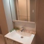 お手入れしやすく衛生的な角形ホールタイプ洗髪洗面化粧台(洗面所)