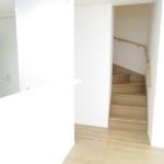 リビング階段。手すり付き
