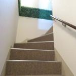 階段には手すり付き